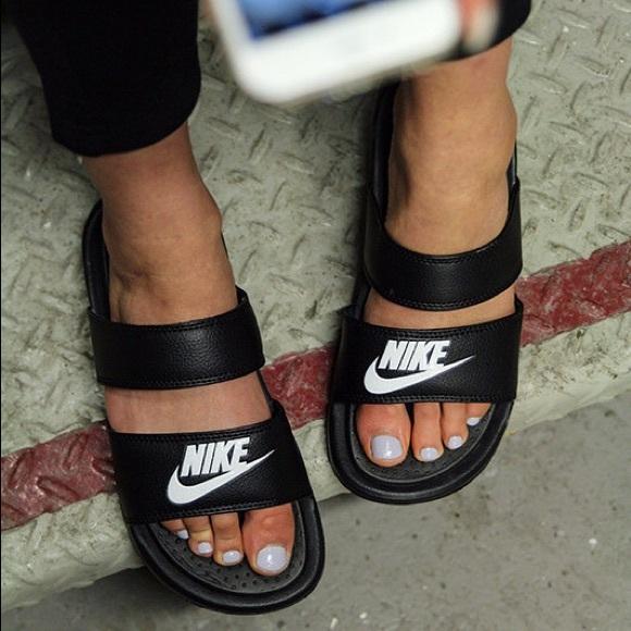 91a532c7b47 Nike Benassi Duo Ultra Slides. M 5a36965a2ae12f689400b7f0